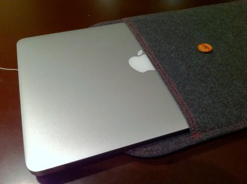 ケースに入った MacBook Air