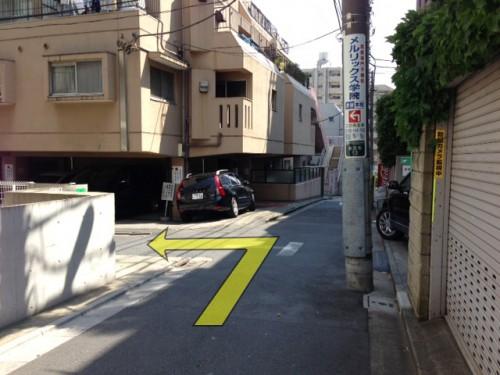 T字路を左折します。